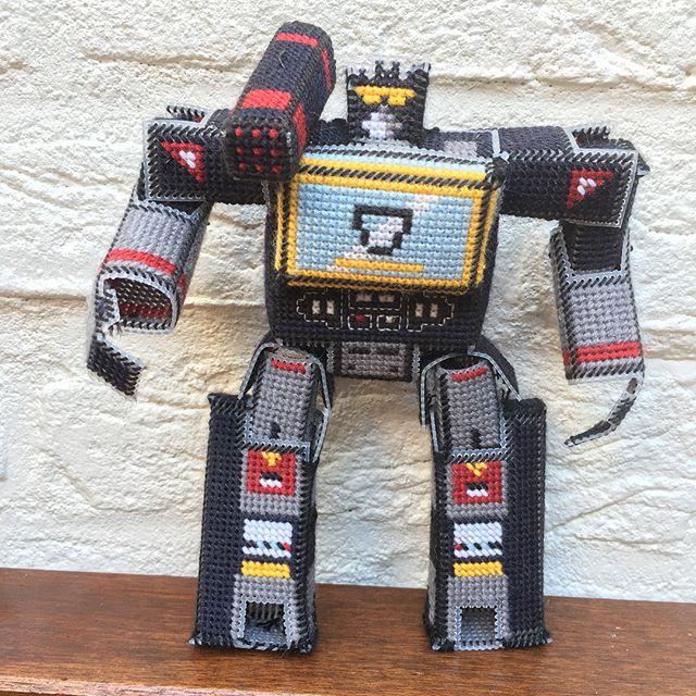 fan made soundwave transformer cross stitch robot 1