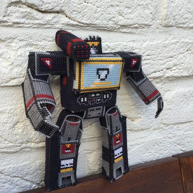 fan made soundwave transformer cross stitch robot 3