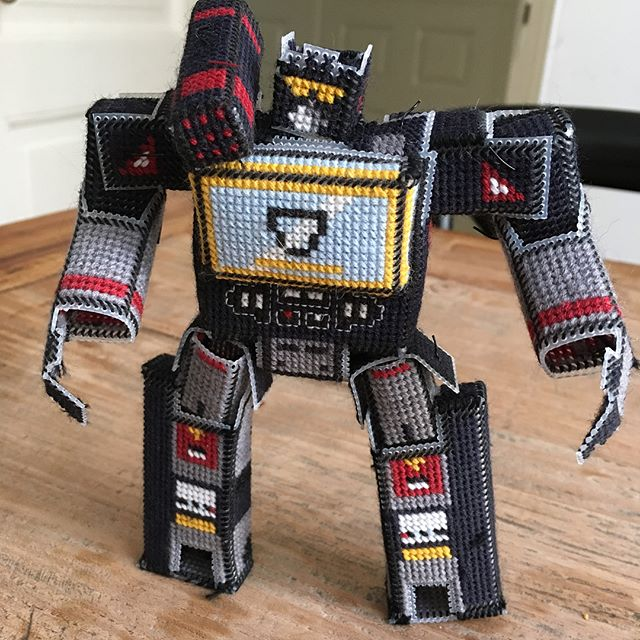 fan made soundwave transformer cross stitch robot 2